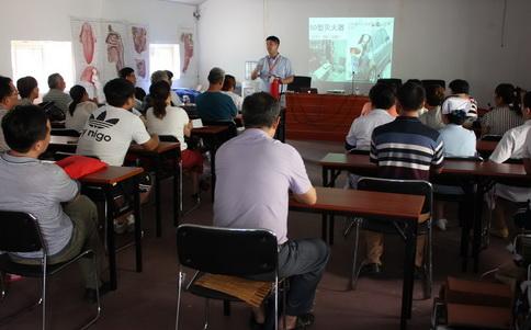 7月6日下午,营海卫生院院聘请青岛市消安防火中心李森主任对全院职工
