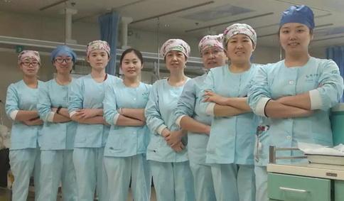 山东大学齐鲁医院 心外监护病房忙碌中度佳节图片