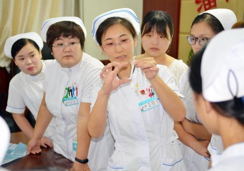 专科护理小组进行教学培训