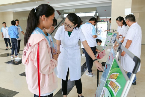 莒县对青春期中学生开展健康教育进校园活动