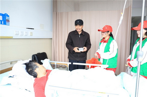 小元宵大感动 患者病房里温暖过节
