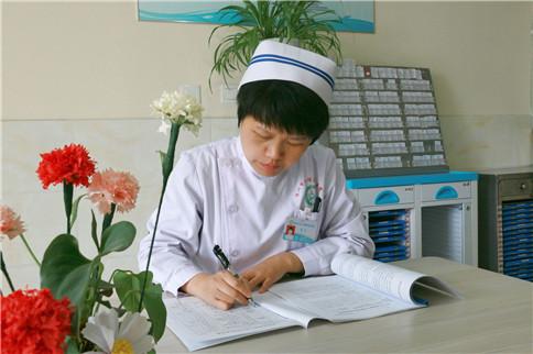 胶州市心理康复医院护士长李蕊:挥洒辛勤智慧汗水 荐精神科护理之梦:李蕊